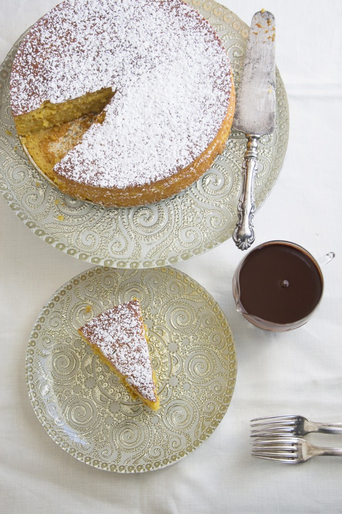 Orange and Almond Cake with Chocolate Sacue